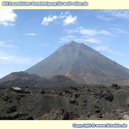 Pico do Fogo, aktiver Vulkan und höchster Berg der Kapverden, Höhe 2.829 m – Fotos: Reisebericht Kapverden, kapverden.binobio.de