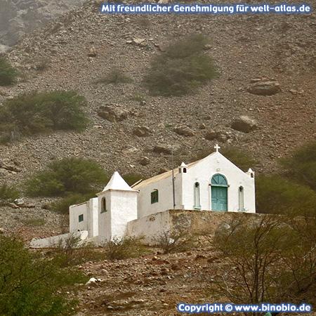 Die kleine Kirche Igreja Nossa Senhora da Conceição im Ort Povoação Velha auf der Insel Boa Vista, Kap Verde – Fotos: Reisebericht Kapverden, kapverden.binobio.de