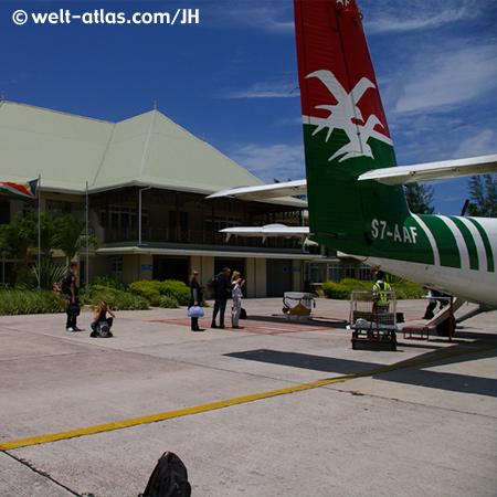 """Flug mit Air Seychelles, Twin Otter """"Isle of Praslin"""", Flughafen von Praslin"""