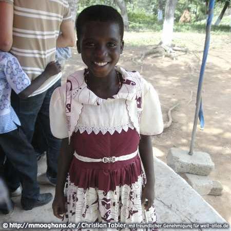 Ghana, lächelndes Mädchen – (Hilfe für Ghana, http://mmoaghana.de)