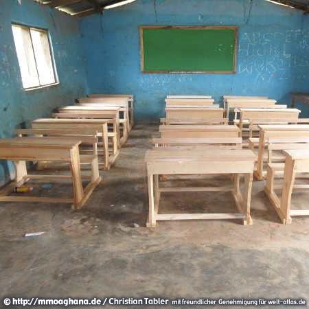 Projekt neue Schulbänke für den Holy Hills School Complex (HOHILLSCO) in Kwamoso – Mmoa Ghana, Hilfe für Ghana unter http://mmoaghana.de