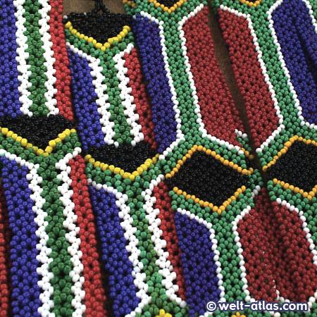 Zulu-Schmuck, Glasperlen mit traditionellen Mustern, Südafrika