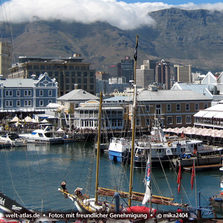 Cape Town, V&A Waterfront with Table Mountain, South Africa Foto: ©mika2404
