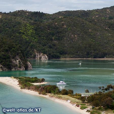 Im Abel-Tasman-Nationalpark finden sich viele kleine Buchten mit Sandstränden