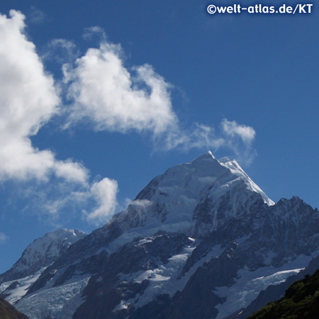 Peak of Mount Cook or Aoraki