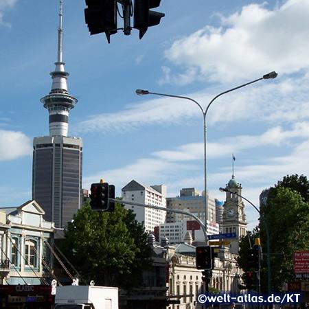 Rathaus Auckland und Sky Tower