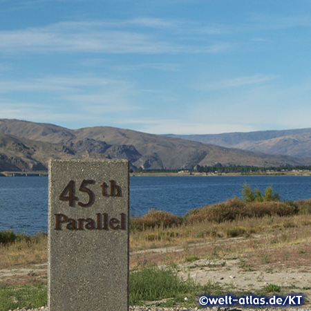 next to Lake Dunstan, monument marking the 45th parallel
