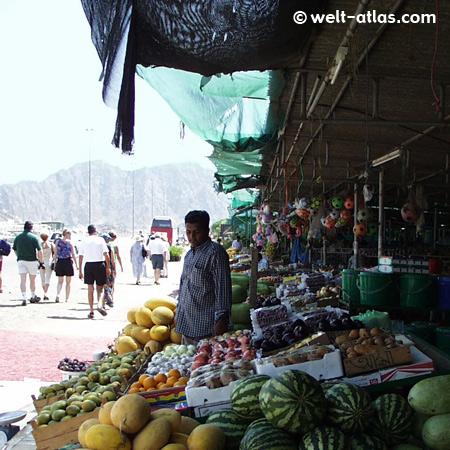 Ausflug von Dubai an die Ostküste,  unterwegs in Masafi der Straßenmarkt
