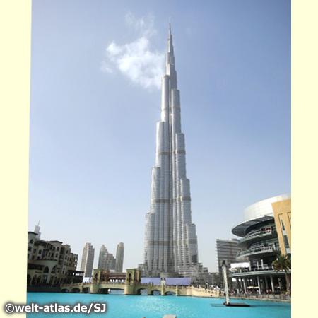 Der Burj Khalifa in Downtown Dubai ist das höchste Gebäude der Welt (829.8 m)