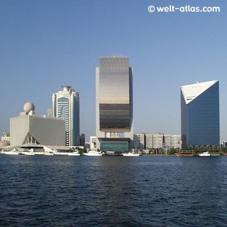 Skyline Dubai City, links das Hotel Sheraton Dubai Creek