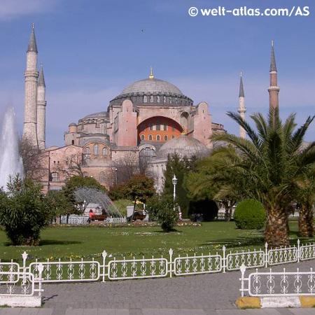 Die Hagia Sofia im Stadtteil Sultanahmet in Istanbul.