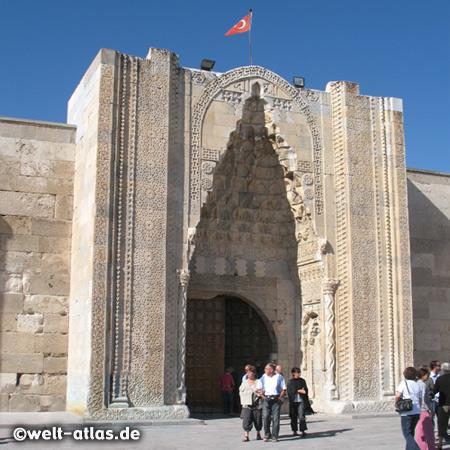 Hauptportal der Karawanserei Sultanhani, Aksaray