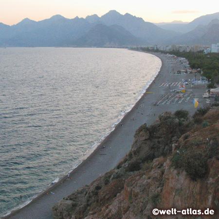 Abendstimmung, Blick vom Steilufer auf den Strand von Antalya, Lykische Küste