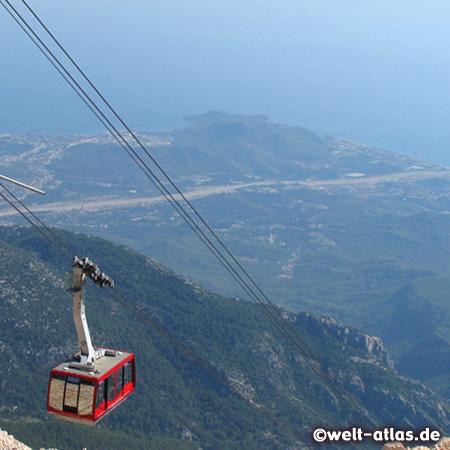 Blick vom Berg Tahtali, 2.365 m  auf die Küste. Seilbahn Sea to Sky