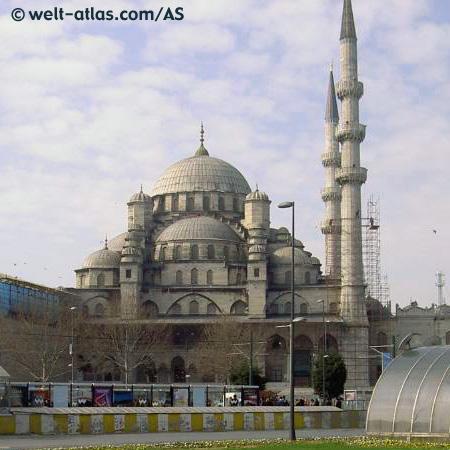"""Die """"Yeni Moschee"""" steht in Istanbul."""
