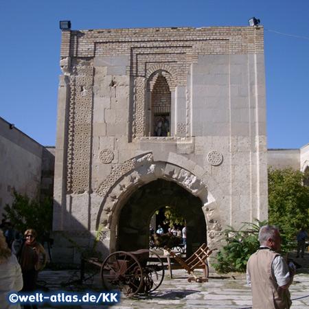 Im Innenhof der Karawanserei Sultanhani, Aksaray