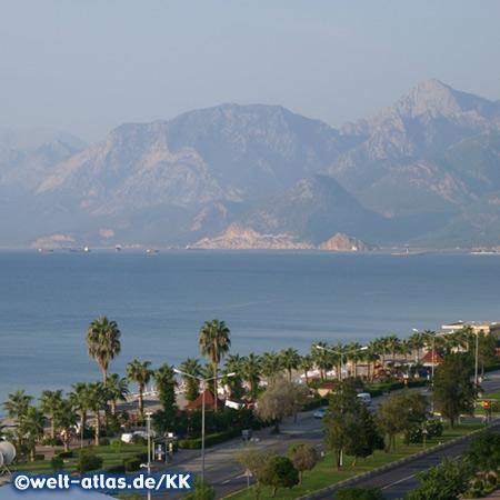 Blick auf den Strand von Antalya