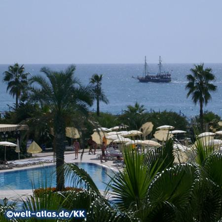 Pool eines Hotels, Okurcalar liegt zwischen Alanya und Manavgat an der Türkischen Riviera