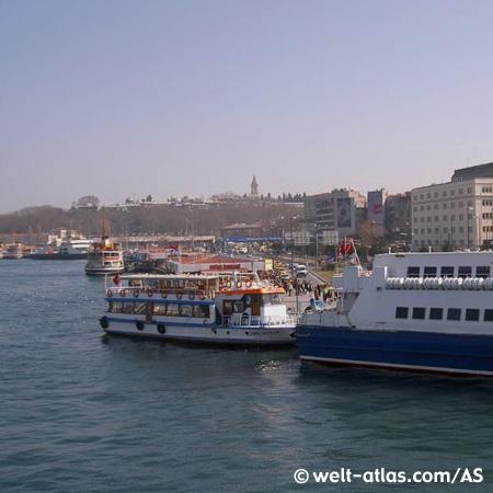 Fähre in Eminönü / Istanbu
