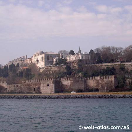 Reste von der Osmanischen Burg am Bosporus in Istanbul.