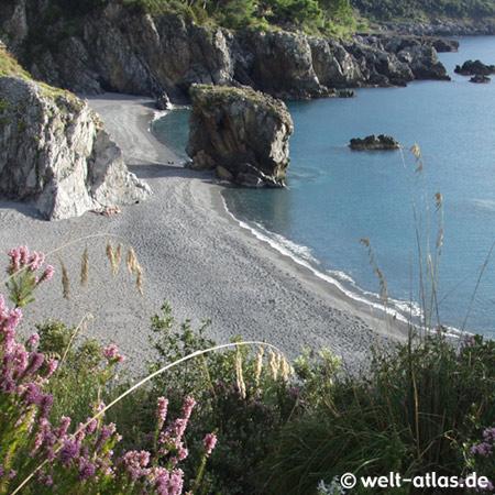 Strand in der Bucht von Marina di Maratea, Basilicata