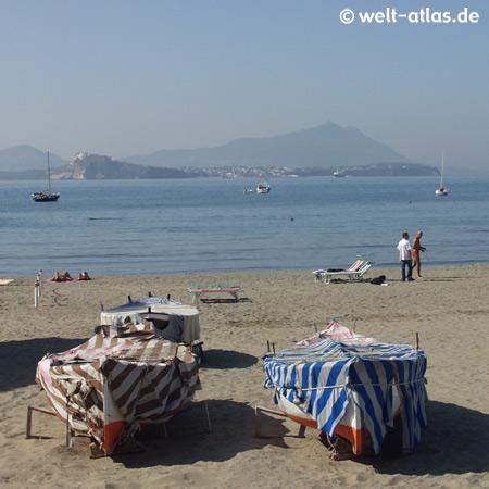 Spätsommertag am Strand von Bacoli bei Pozzuoli