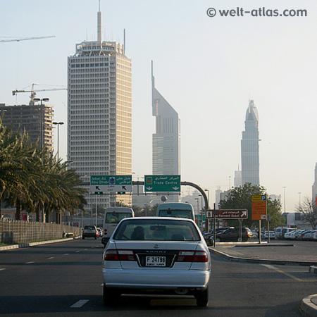 Blick auf einen Turm der Emirates Towers