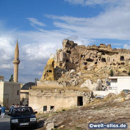 Minarett der Moschee von Cavusin, 3 Kilometer entfernt von Göreme. Cavusin eine der ältesten Siedlungen in dieser Gegend