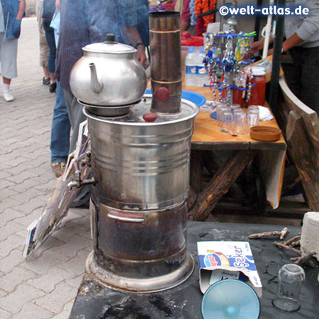 Hier wird gerade Tee gekocht, das Nationalgetränk der Türken