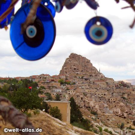 Nazar-Amulette und der Felsen von Uchisar