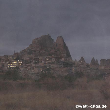Morgendämmerung bei Uchisar, auf dem Weg zur Ballonfahrt