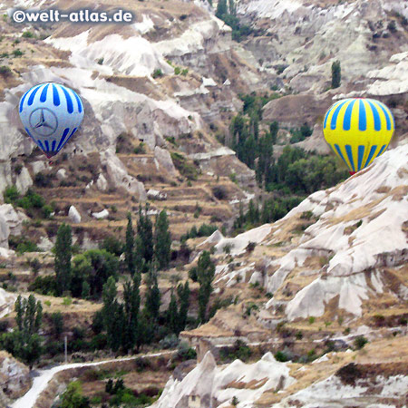 Heissluftballons über dem Göreme-Tal, UNESCO-Welterbe