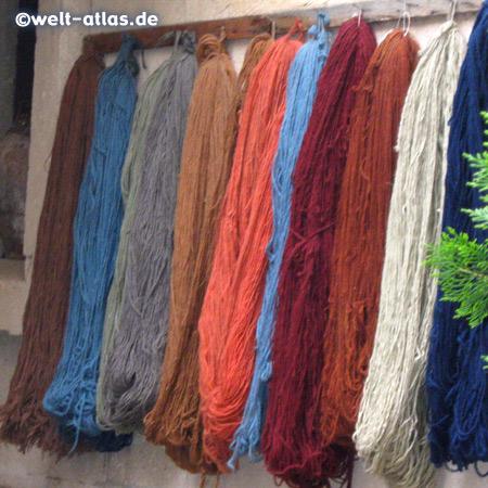 Wolle mit Naturfarben für Teppiche