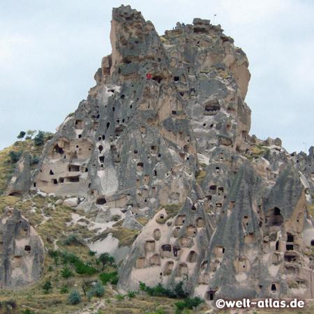 Burgfelsen Uçhisar, aus Tuffstein, höchste Bodenerhebung der Region