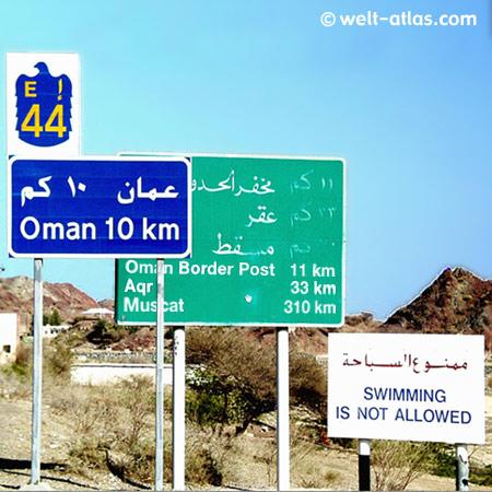 Richtung Oman, Grenzschilder, Ausflug von Dubai