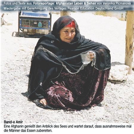 Band-e Amir, Frau am See Fotoreportage: Afghanistan Leben & Sehen, Autor: Veronika Picmanova, Reihe:dpi weitere Informationen - http://www.awl.de/9783827328434.html oder http://blog.addison-wesley.de/archives/5751