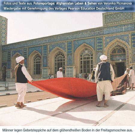 Herat, Friday Mosque, Pictures of daily life, contradictions and contrasts. http://fachhz.pearsoned.de/foreignrights/main.asp?page=bookdetails&productID=170802