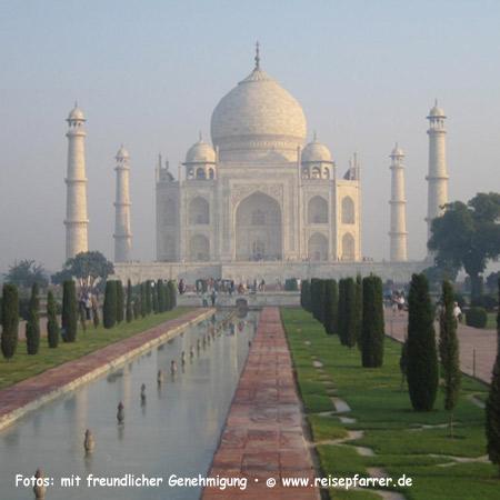 Morgenstimmung am Taj Mahal, Mausoleum in Agra, UNESCO-Weltkulturerbe