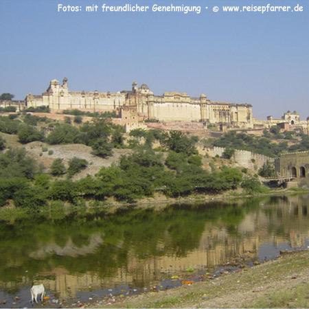 "Amber Fort near Jaipur, also called ""Pink City"" of RajasthanFoto:© www.reisepfarrer.de"