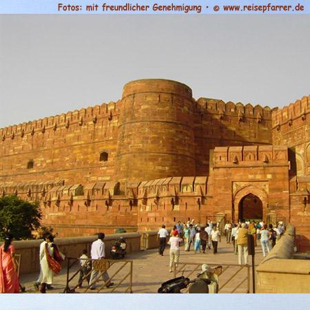 Rotes Fort in Agra, Festungs- und Palastanlage, UNESCO-WeltkulturerbeFoto:© www.reisepfarrer.de