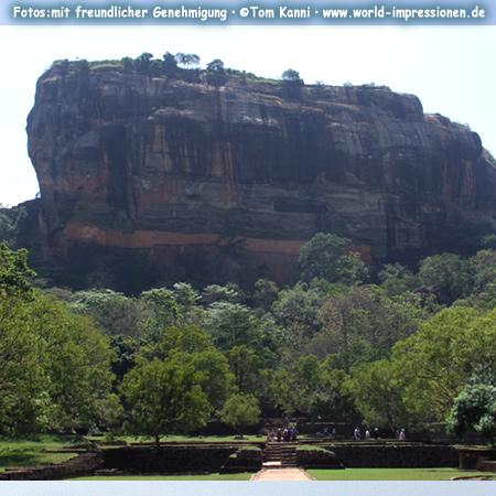 Felsen von Sigiriya, Höhe etwa 200 m, Sri Lanka
