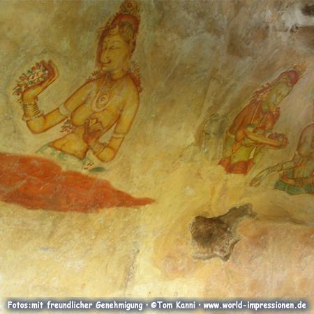Fresken der Wolkenmädchen am Felsen von Sigiriya