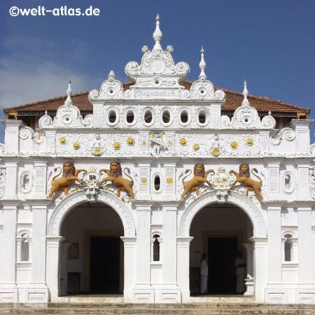 Außenfassade des Wewurukannala Vihara Tempel bei Dickwella, Sri Lanka, (Süden)