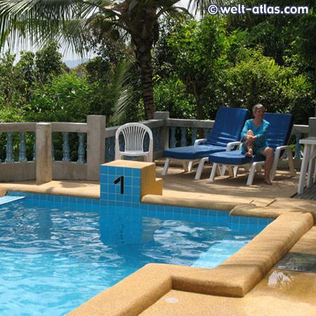 luftiger Platz am Pool, http://www.kohsamui.20m.com/