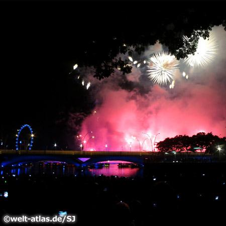Feuerwerk über Singapur