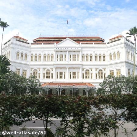 Fassade des Raffles Hotel, Traditionshotel im Kolonialstil