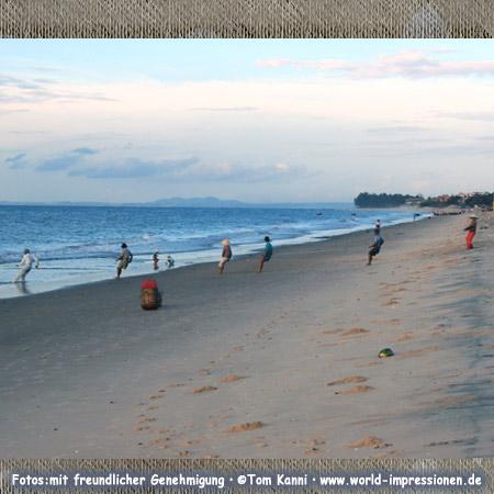 Mui Ne beach with fishermen