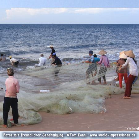 Fishermen at the beach near Mui Ne