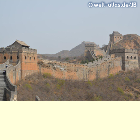 Restaurierter Abschnitt der Chinesischen Mauer bei Jinshanling