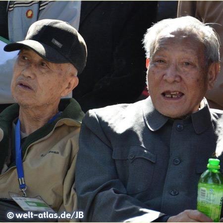 Zwei alte Herren bei einem Besuch in der Verbotenen Stadt, Beijing